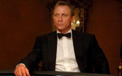 Uforglemmelige kortspilløyeblikk fra 50 år med Bond